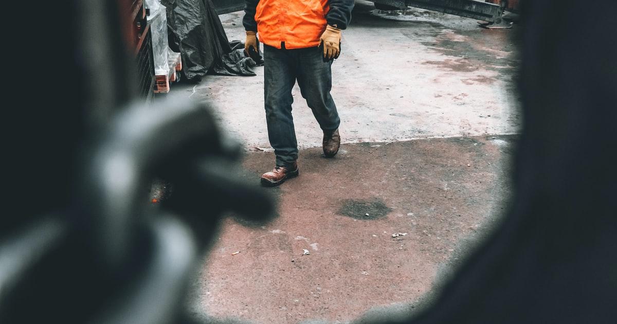 Gamybos darbuotojas prie metalo, Gi Group Lithuania